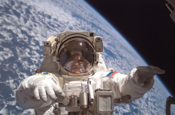 Русија ќе почне со освојување на Месечината